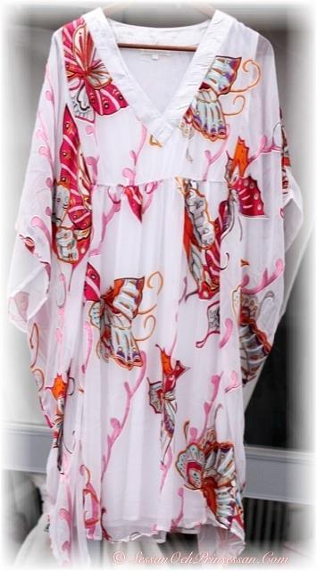 på med klänning i solen LIFESTYLE and INTERIOR by Sessan
